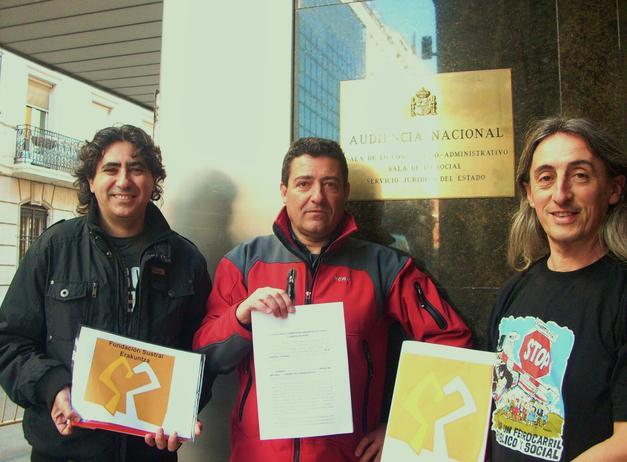 Frente a la Audiencia Nacional de Madrid, preparados para presentar el recurso