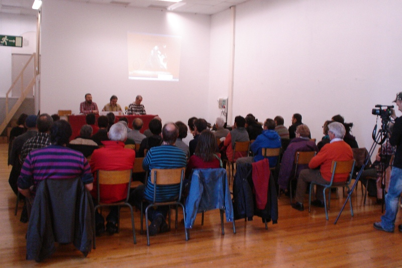 Momento de la presentación del documento en Katakrak