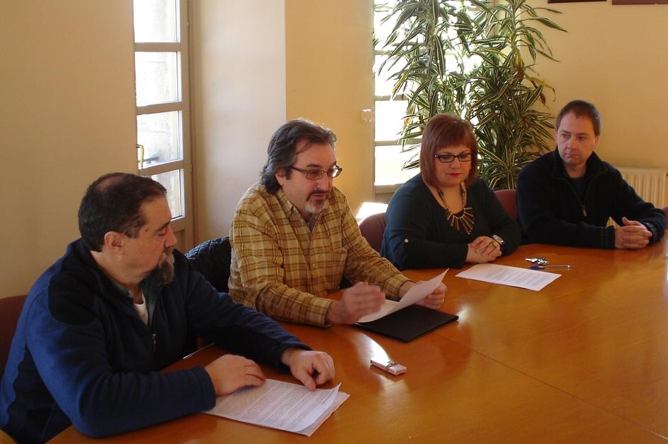 Momento de la rueda de prensa de hoy en Olazti sobre la incineración en Portland