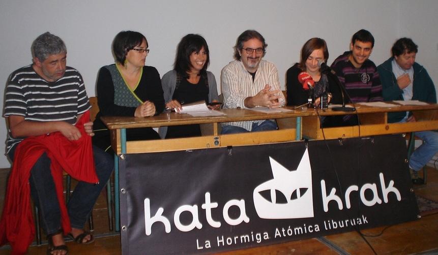 Imagen de la rueda de prensa de hoy en Katakrak