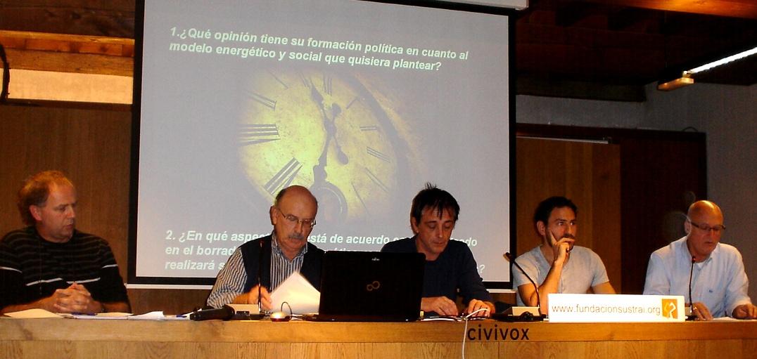 Un momento del debate, con los políticos participantes (de izquierda a derecha): EH Bildu, IE, Podemos, Geroa Bai y PSN
